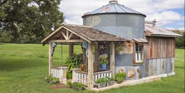 Texas GRAIN SILO Converted Into An Adorable GUESTHOUSE