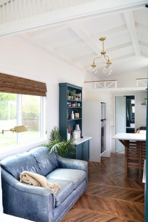 Peek Inside This Gorgeous Farmhouse-Inspired Tiny House